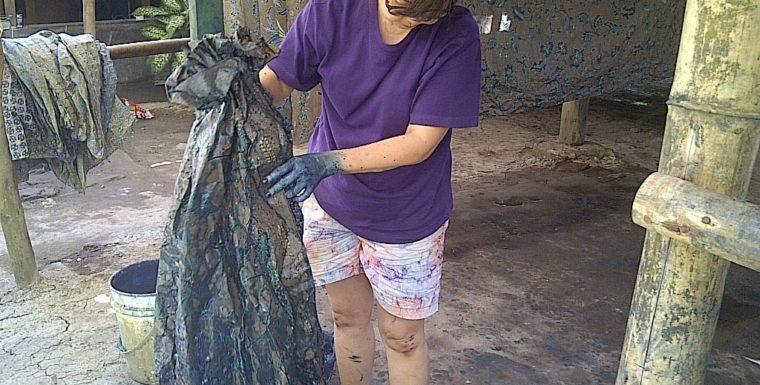 Proses Pewarnaan Kain Batik
